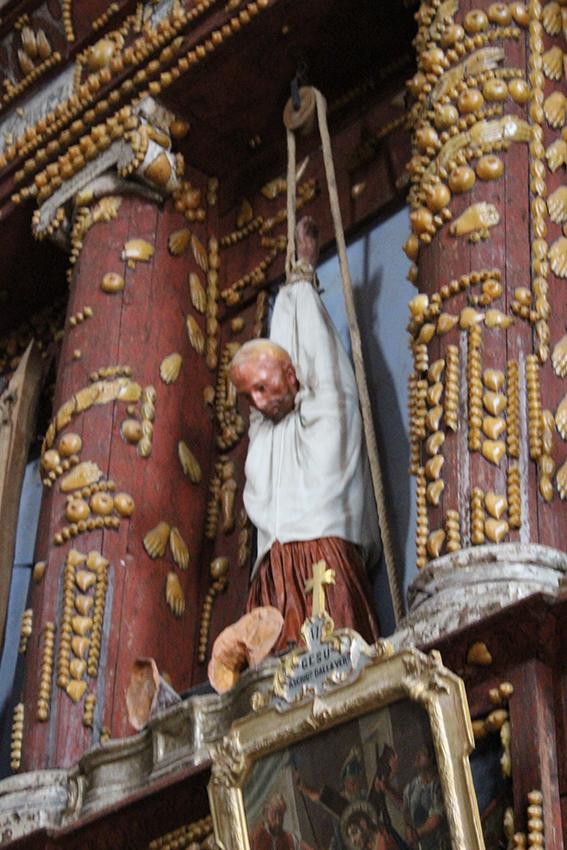 La statua dell'uomo appeso