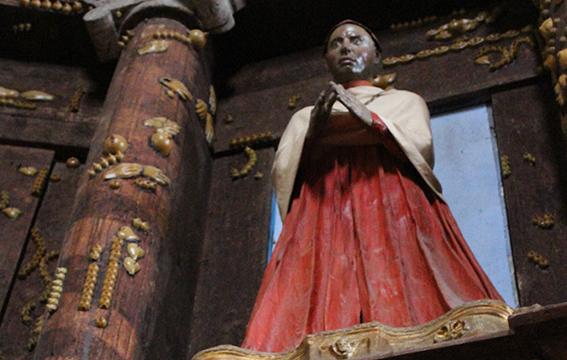 Una delle statue del loggione