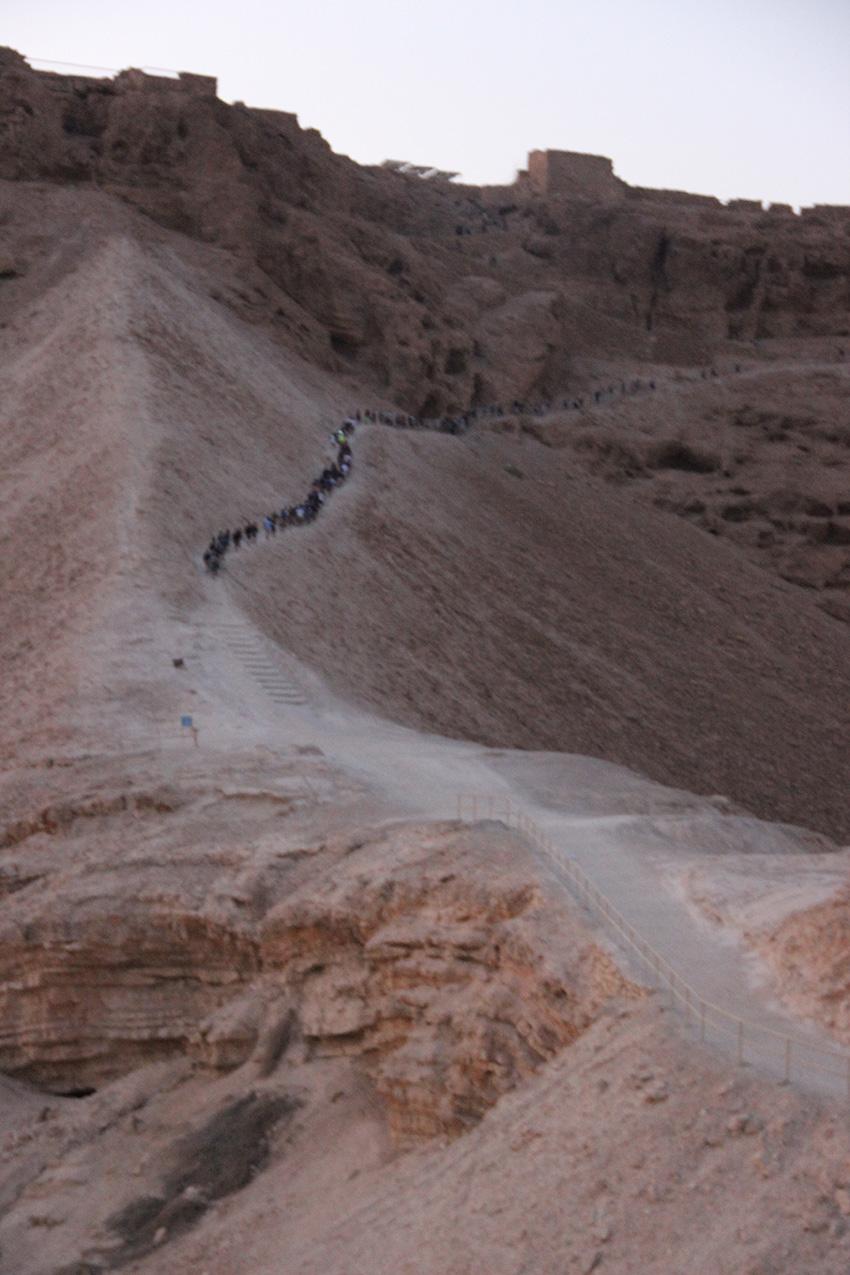 Verso l'altura di Masada