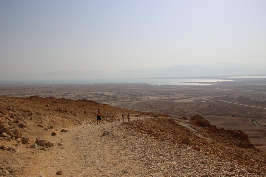 La discesa dall'altura di Masada verso il Mar Morto