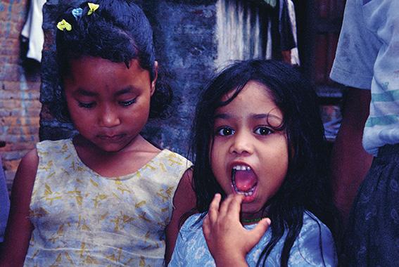 Bambine di Bhaktapur, villaggio nella valle di Kathmandu