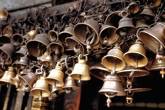 Campanelle votive all'esterno del tempio di Swayambhunath, Kathmandu