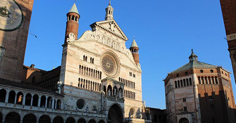 Cremona, violini, torrone e mostarda