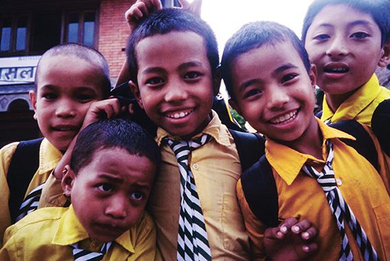 Scolari all'uscita di scuola, Patan, valle di Kathmandu
