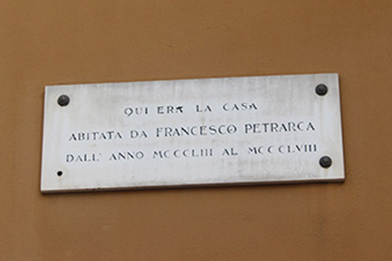 Milano - Targa Petrarca in Piazza Sant'Ambrogio