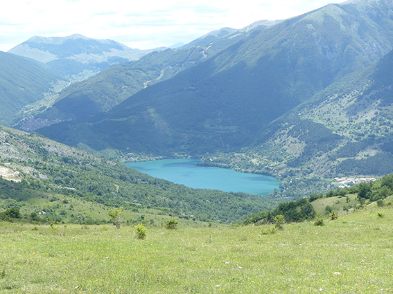 Veduta del lago di Scanno dal valico per scendere a Frattura