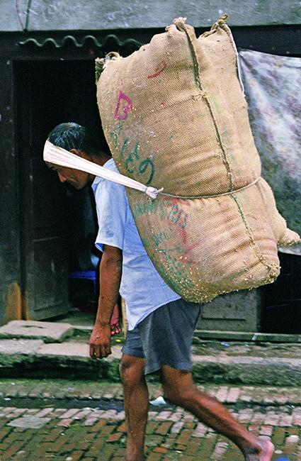 Trasportatore al mercato di Thamel, Kathmandu