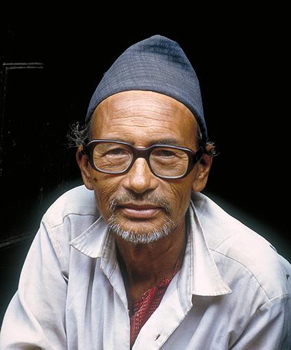 Un commerciante del Thamel, quartiere di Kathmandu
