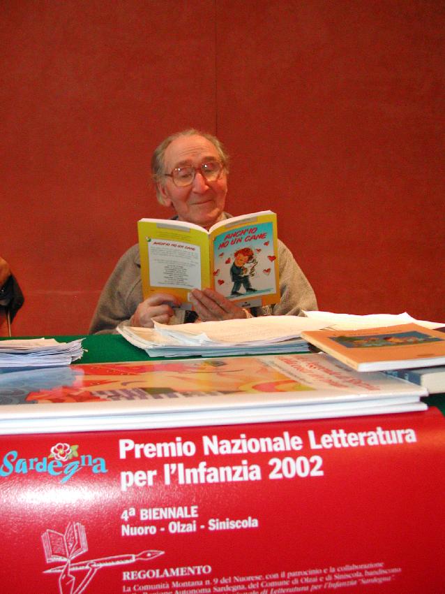 2002, Albino Bernardini presiede la giuria del Premio Nazionale di Letteratura per l'Infanzia Sardegna