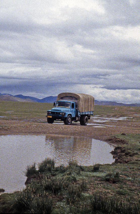 Il camion di supporto è in attesa di procedere