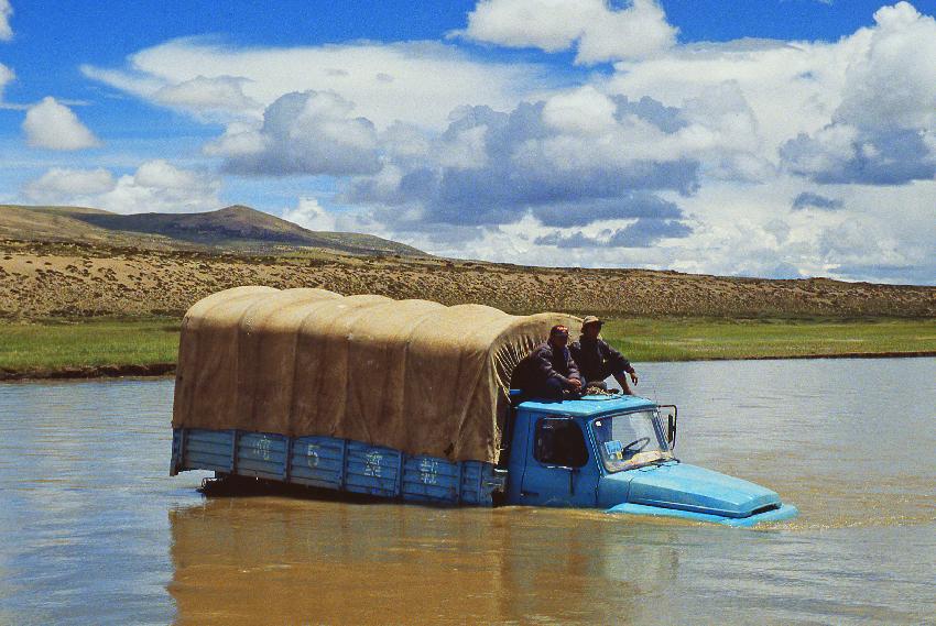 30-in-attesa-del-recupero-narayan-e-hari-sostano-sul-tetto-del-camion