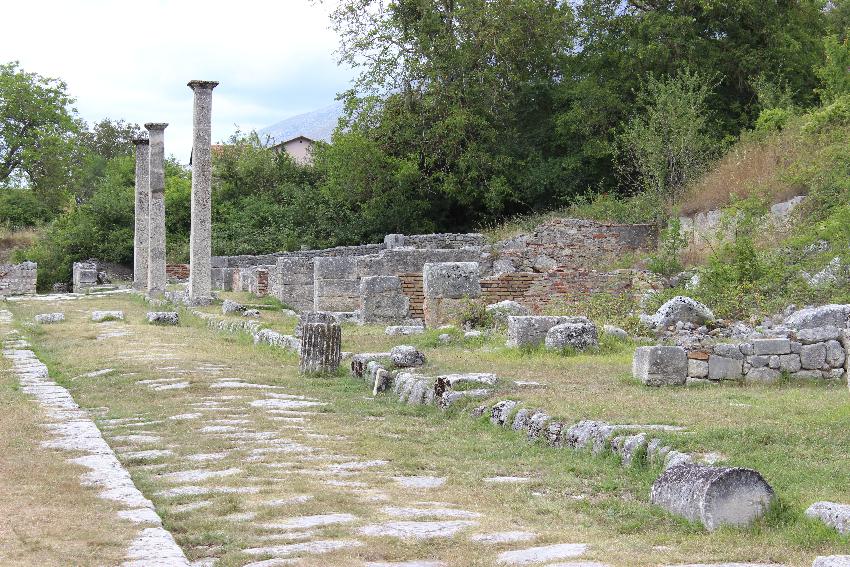 Alba Fucens, la via dei Pilastri