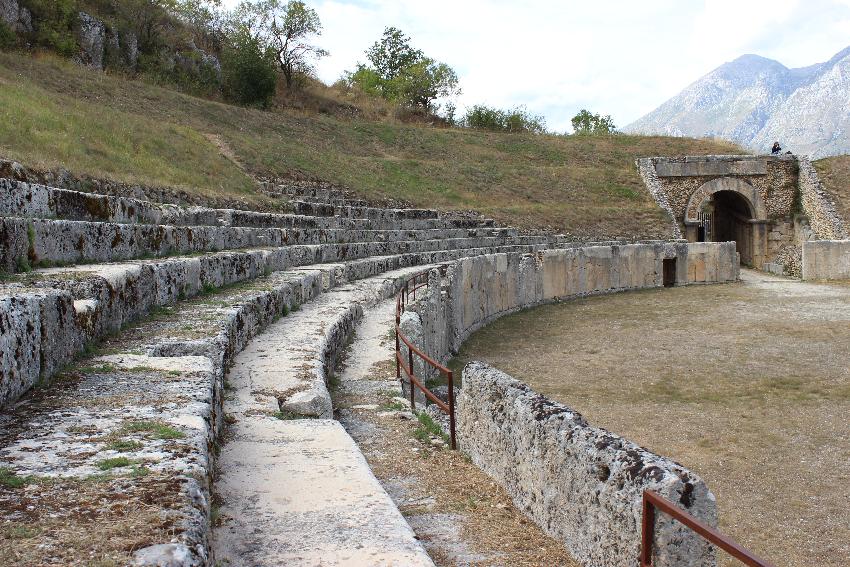 Alba Fucens,  l'anfiteatro