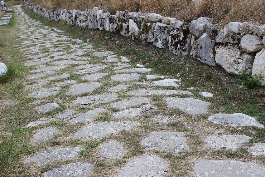 Alba Fucens, resti della via Tiburtina