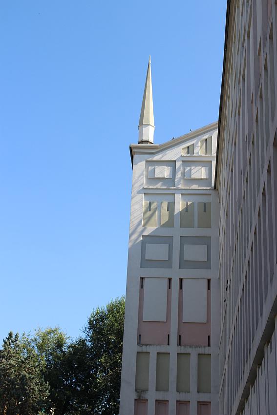 Chiesa Santa Barbara, particolare delle pareti esterne