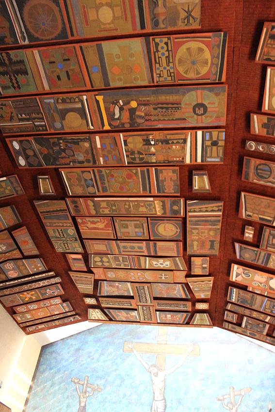 chiesa-santa-barbara-11-le-decorazioni-al-soffitto-dei-cascella-e-il-mosaico-di-tomea