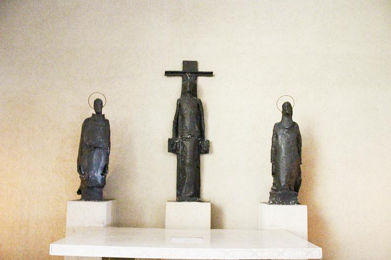 Chiesa di Santa Barbara, statue in bronzo di Augusto Perez