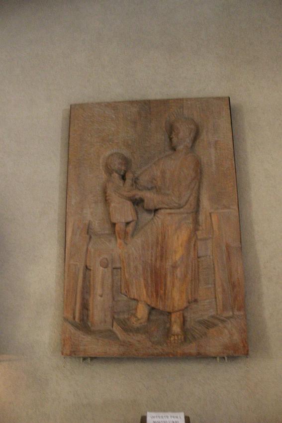 Chiesa Santa Barbara, bassorilievo ligneo di Ilario Rossi