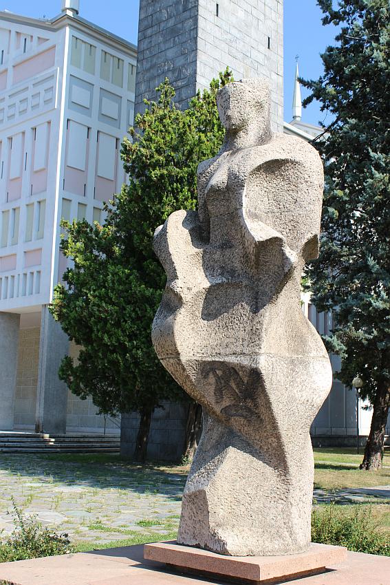 Chiesa di Santa Barbara, statua di Aldo Caroni