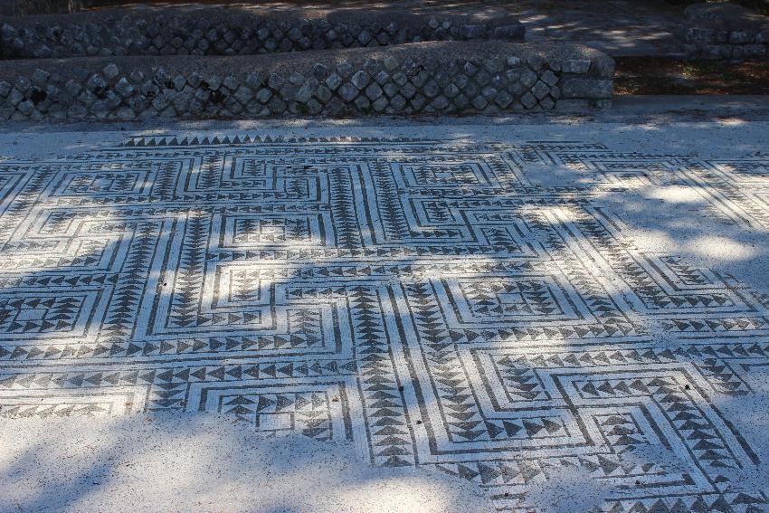 Licenza, villa di Orazio, particolare  di un pavimento