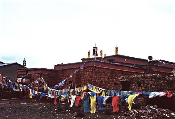Villaggio tibetano sull'altopiano