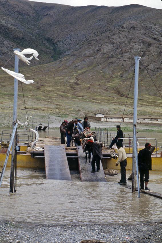 Traghetto per persone e animali verso Darchen