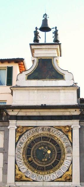 La torre dell'orologio a Brescia