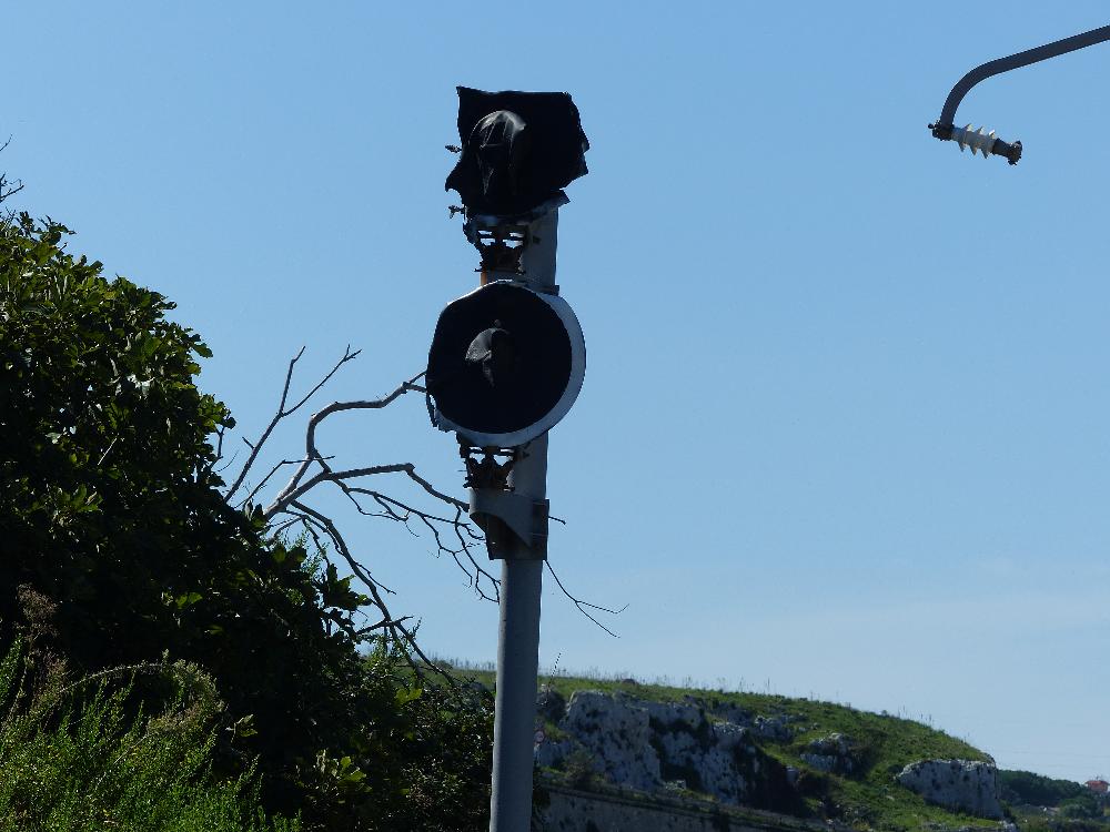 semaforo ferroviario in disuso