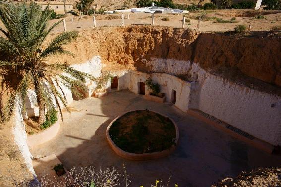 Matmata-cortile interno delle abitazioni scavate nella roccia