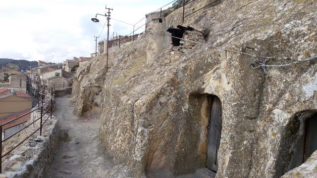 Foto 11 -Scorcio del borgo rupestre 20171209_150925