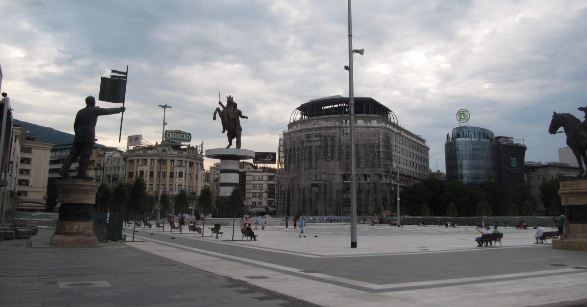 Piazza con Statua di Alessandro Magno a Skopje in Macedonia