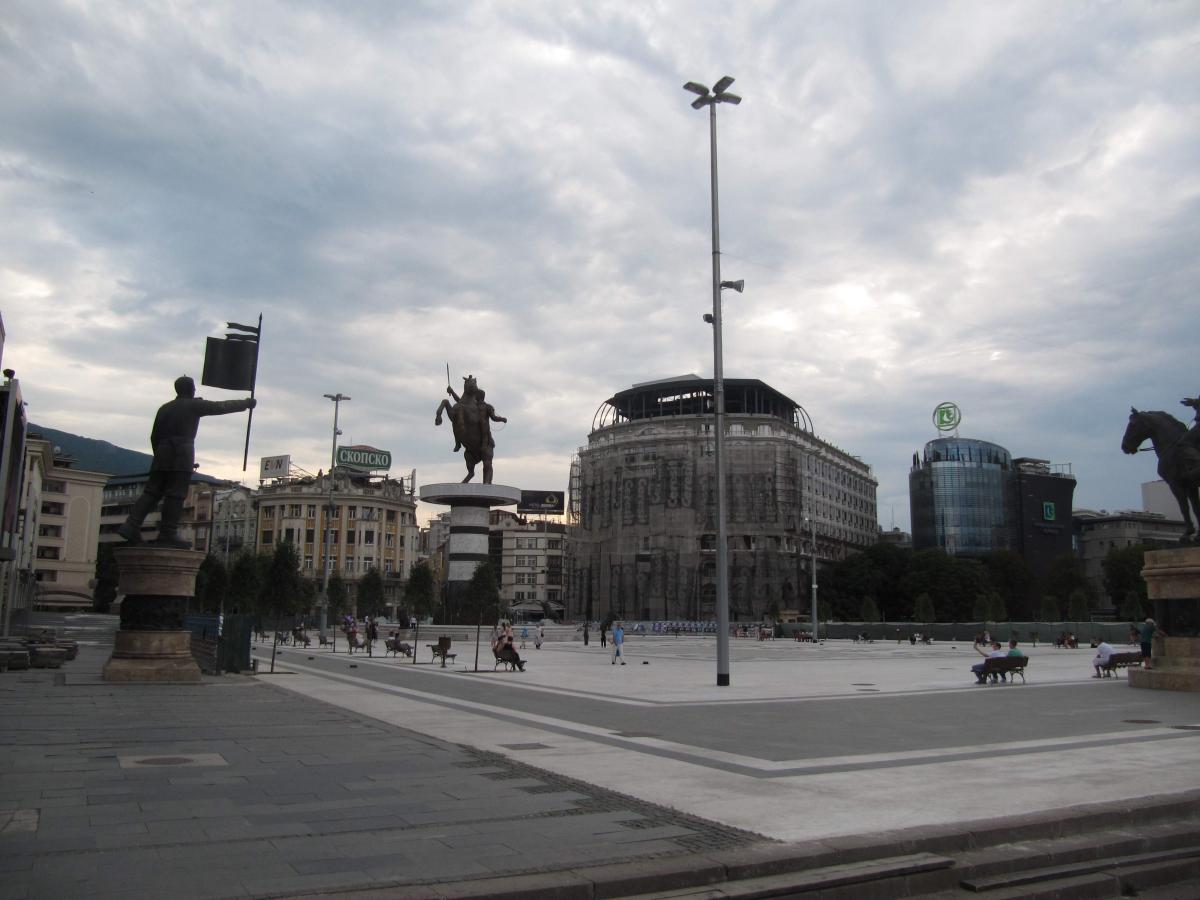 Per le strade di Skopje.