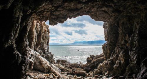 La grotta: un topos letterario e filosofico